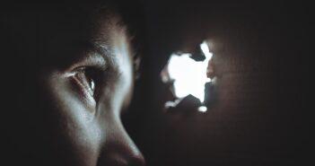 Как защититься от визуальных хакеров, рассказывает эксперт 3М
