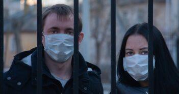 Россияне привыкли к коронавирусу: трафик на «вирусные» статьи упал на 600%