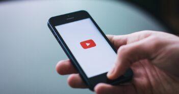 Youtube заставят выбирать по каким законам жить – России или США
