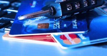 Мошенники в Беларуси звонят клиентам банков от имени финансовой милиции